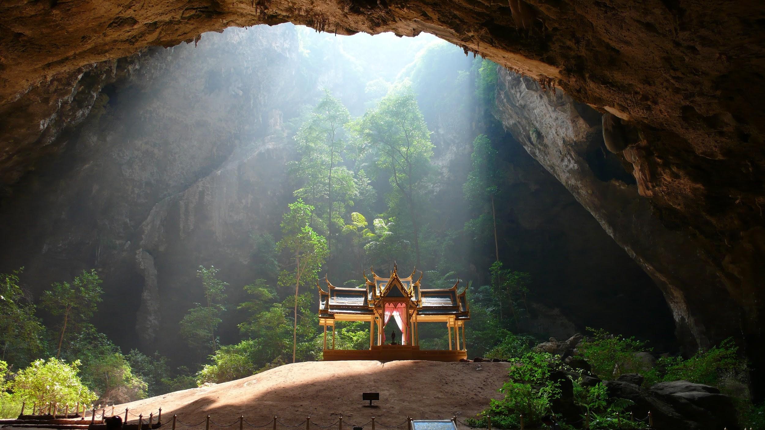 ปราณบุรี บรรยากาศแสนสงบน้ำใสและท้องฟ้าสีพาสเทล